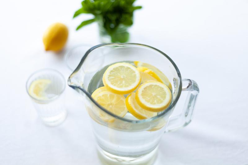 Régime alimentaire personnes âgées en cas de canicule : s'hydrater